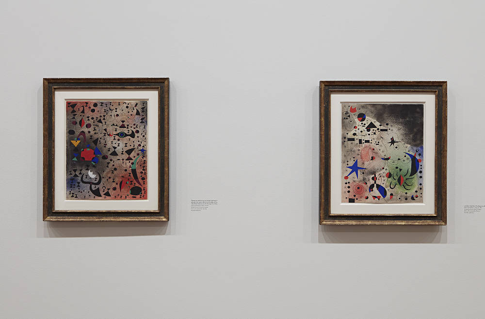 L-R: Joan Miró, Women at the Edge of the Lake Made Iridescent by the Passage of a Swan. Palma de Mallorca, May 14, 1941. Lent by Private Collection / Joan Miró, The Migratory Bird. Palma de Mallorca, May 26, 1941. Lent by Private Collection. Photo by Kent Pell / Art © 2017 Successió Miró / Artists Rights Society (ARS), New York / ADAGP, Paris