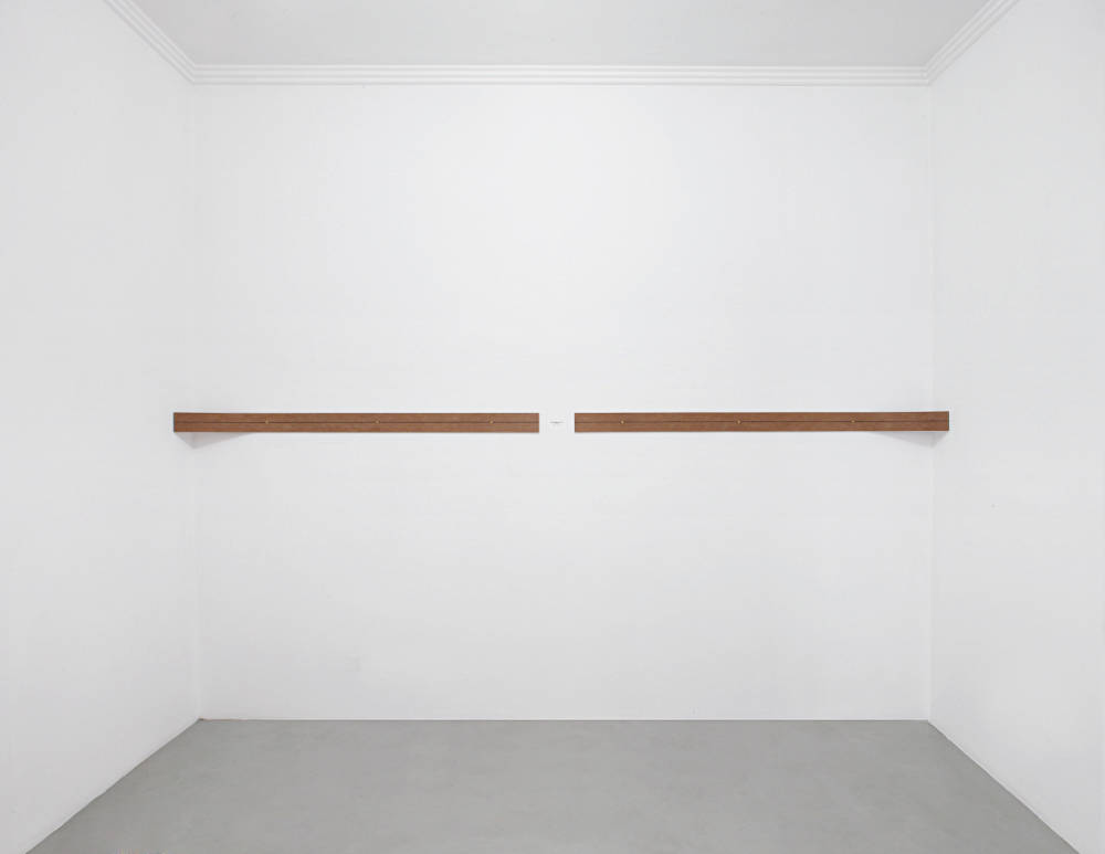 Lesley Foxcroft, Eye level, 2017. M.D.F., 10x190x15 cm