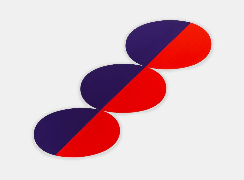 Constel: Blue Red straight line thru three Ovals
