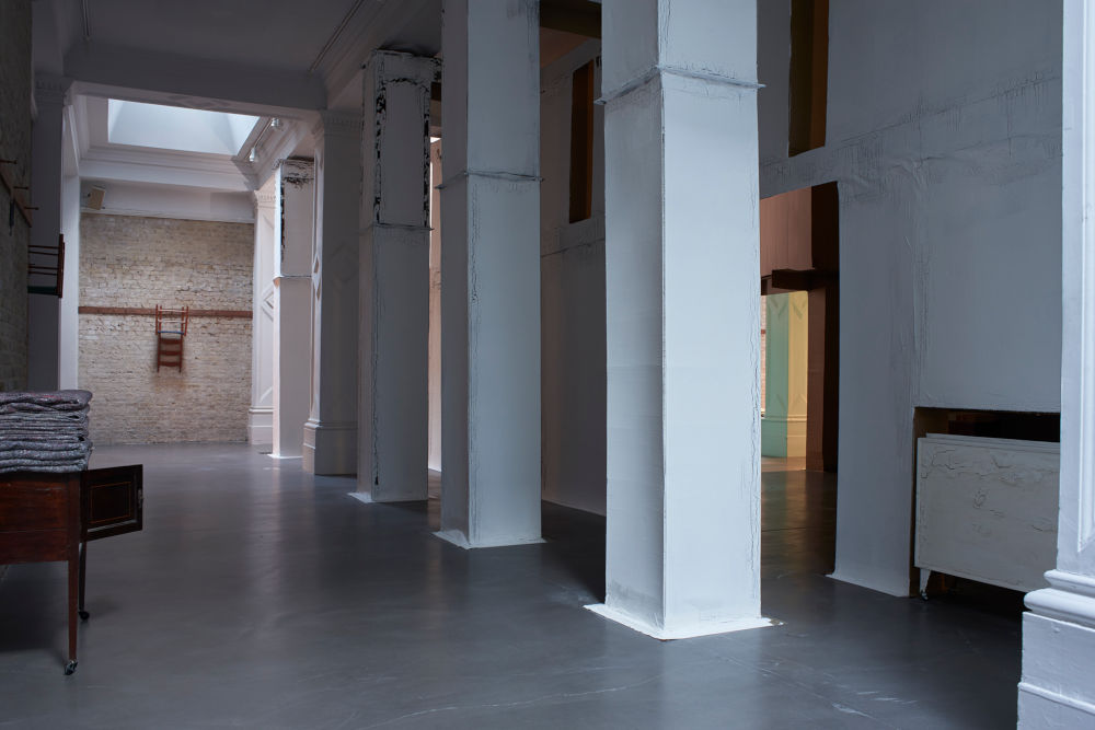 Whitechapel Gallery Carlos Bunga 3