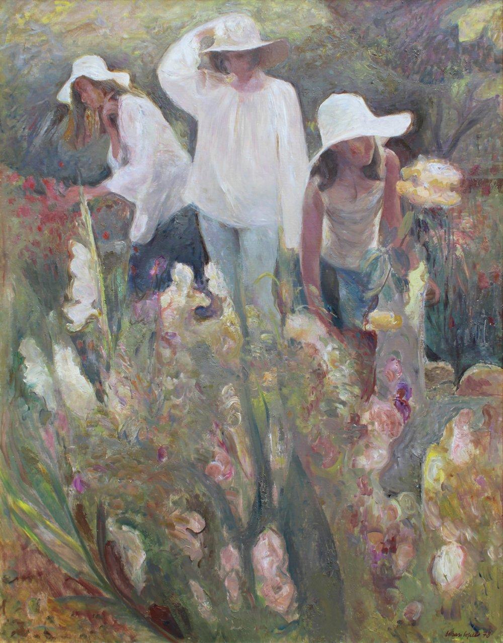 Tres figuras y flores