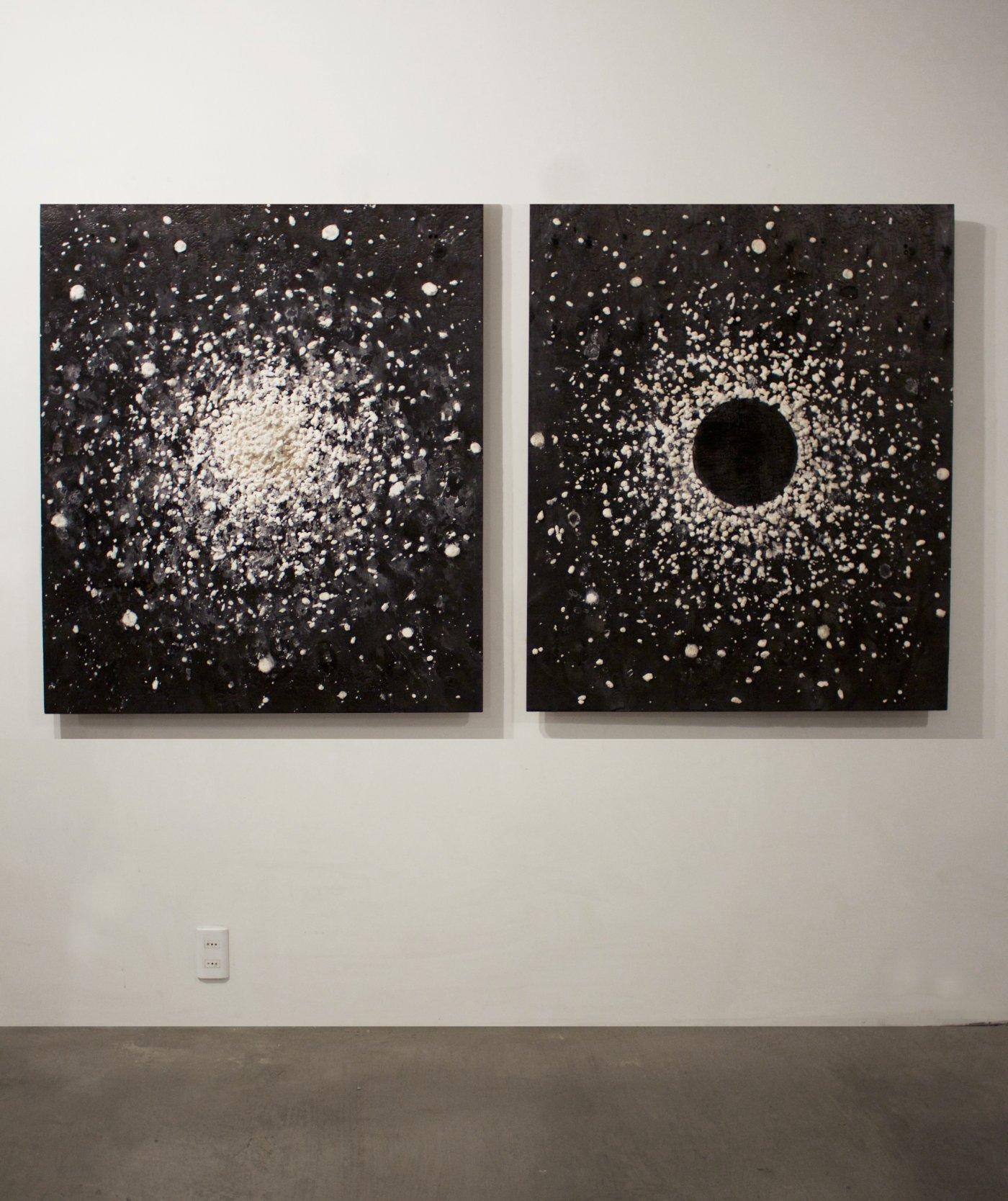 White hole / Black hole