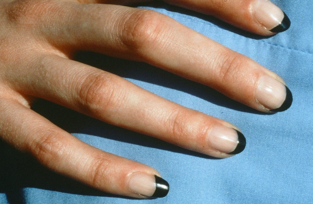 Working Manicure