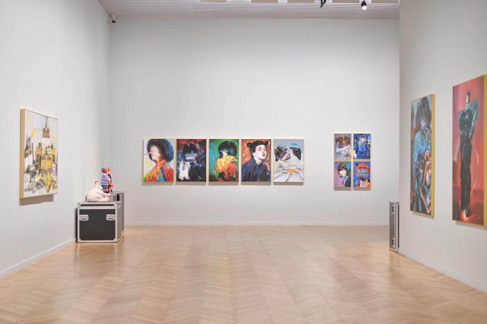 Yibo Gallery