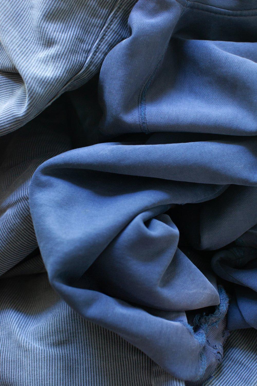 Faltenwurf (blau)