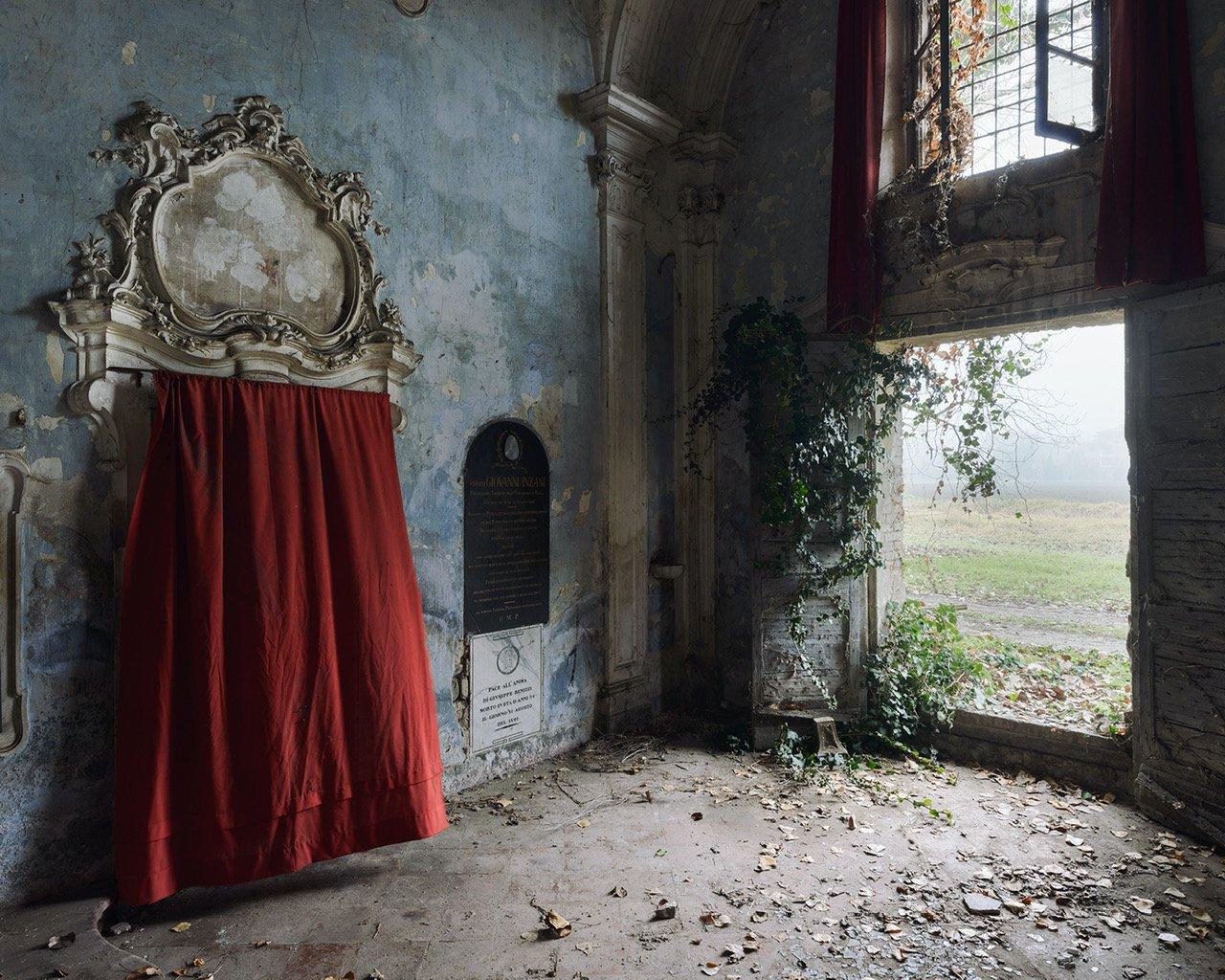 Red Elegy - Italy