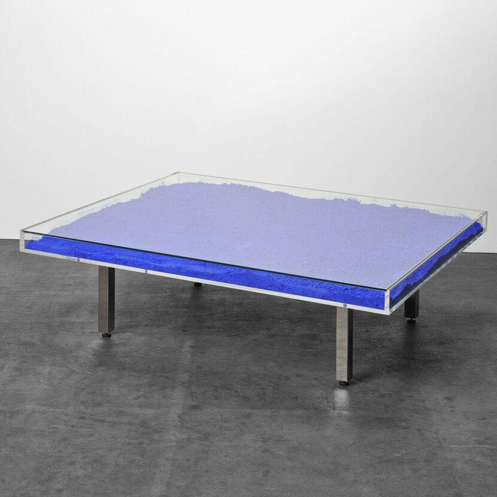 Table Bleu Klein IKB