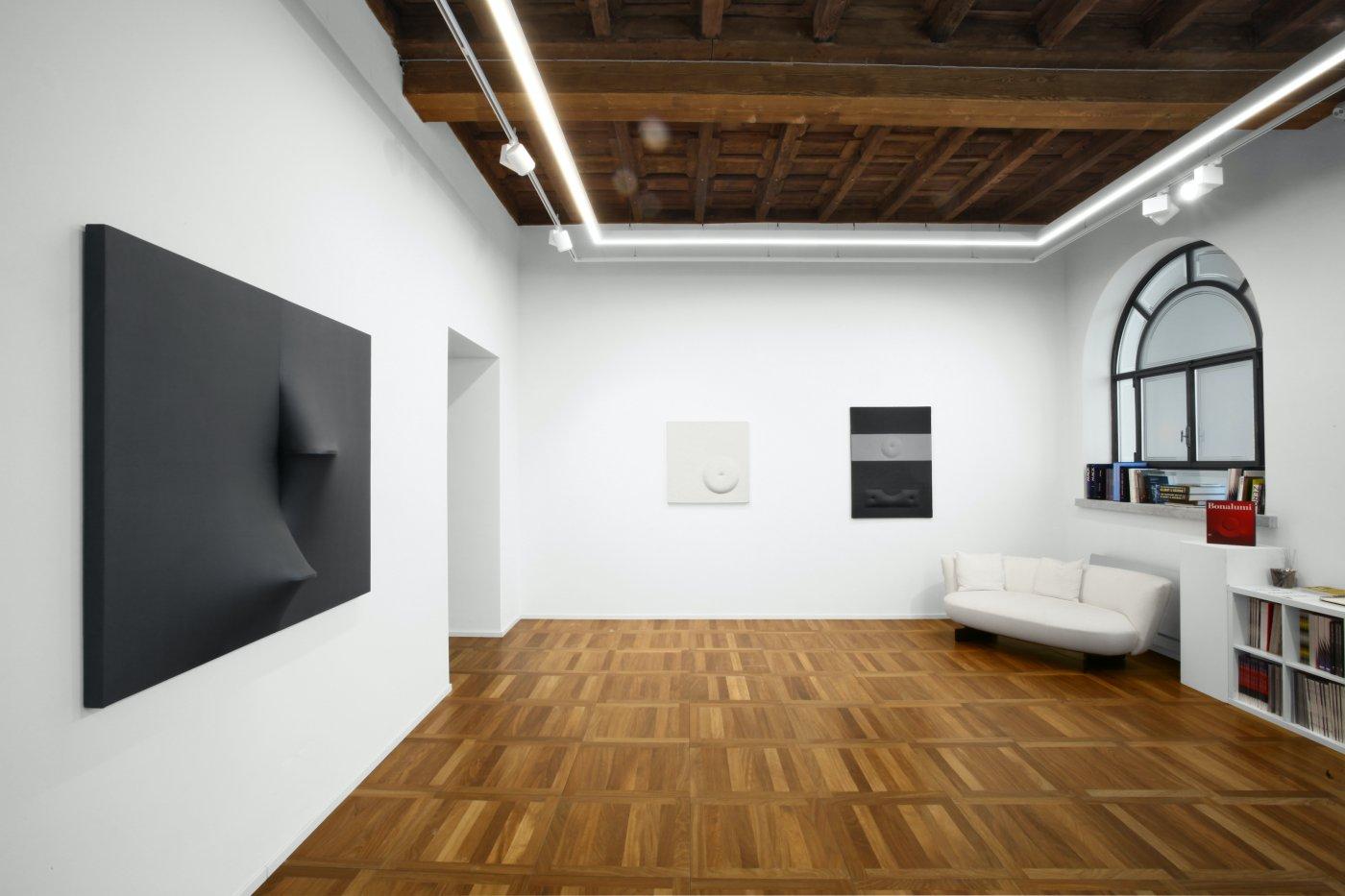 Cortesi Gallery Milan Agostino Bonalumi 2