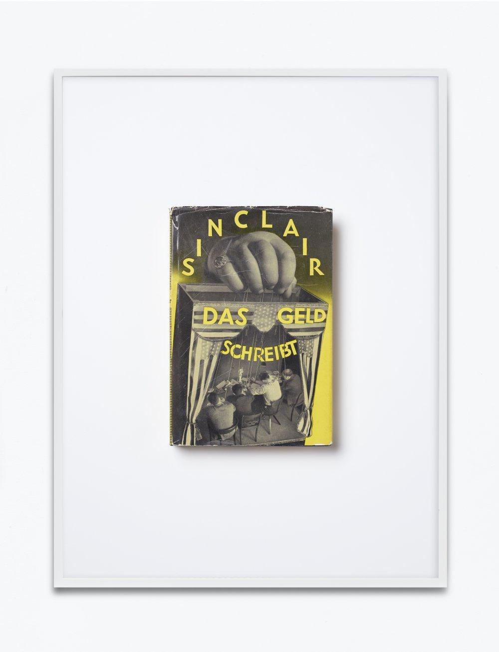 Upton Sinclair, Das Geld schreibt. Eine Studie über die amerikanische Literatur, 1930, autorisierte Übersetzung von Elias Canetti, Malik Verlag, Berlin, Einbandgestaltung John Heartfield