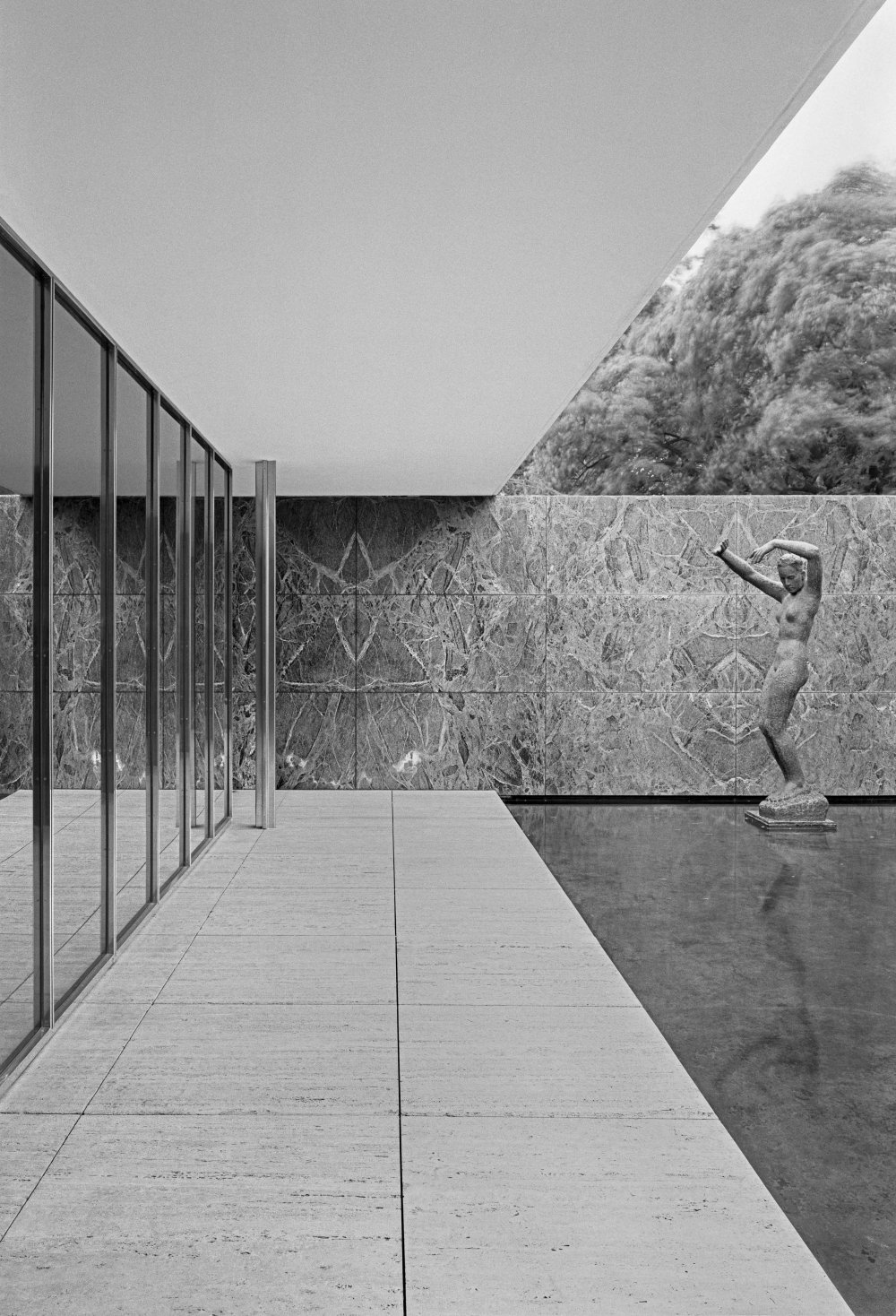 Mies van der Rohe: Barcelona Pavilion