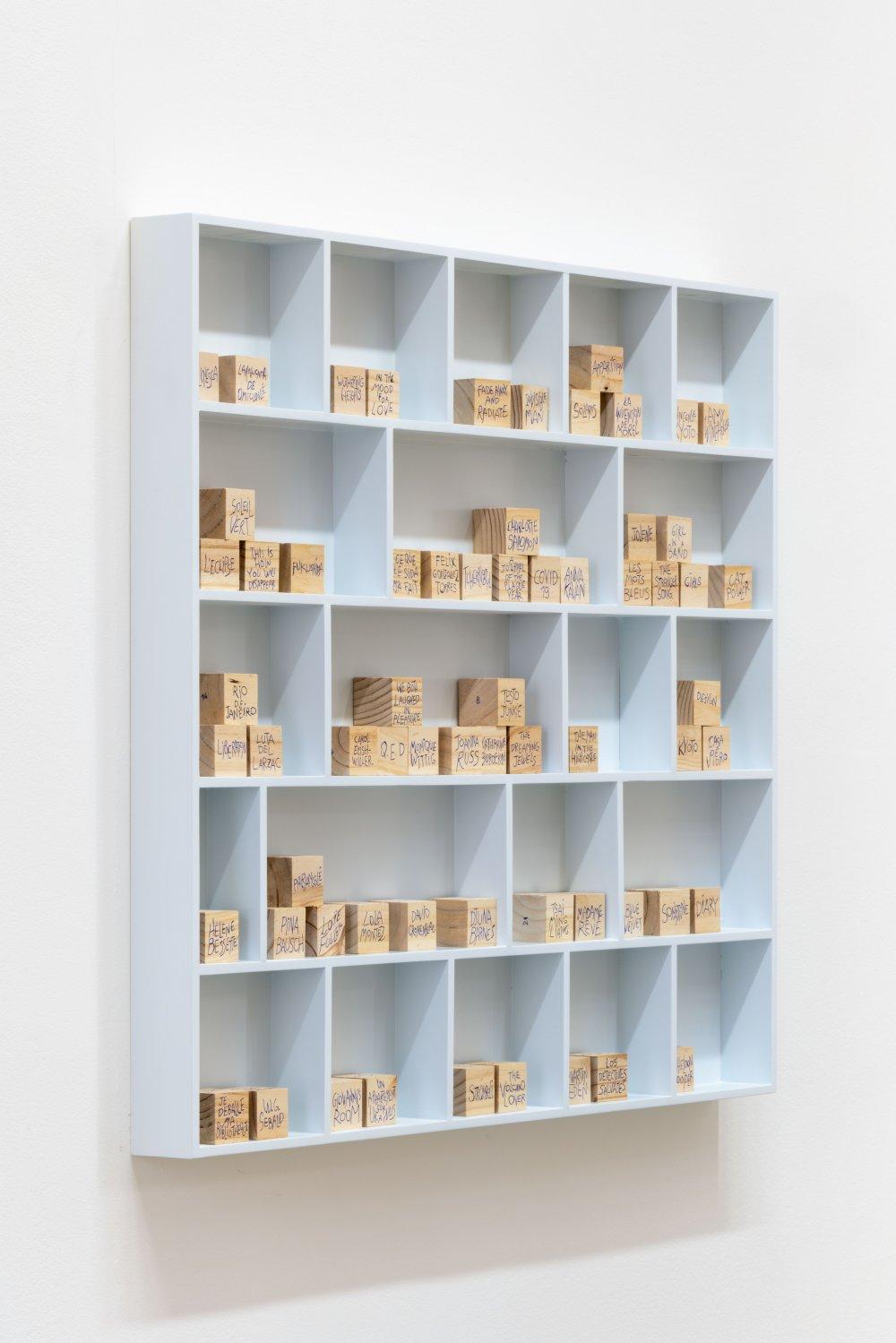 La bibliothèque des cubes en bois