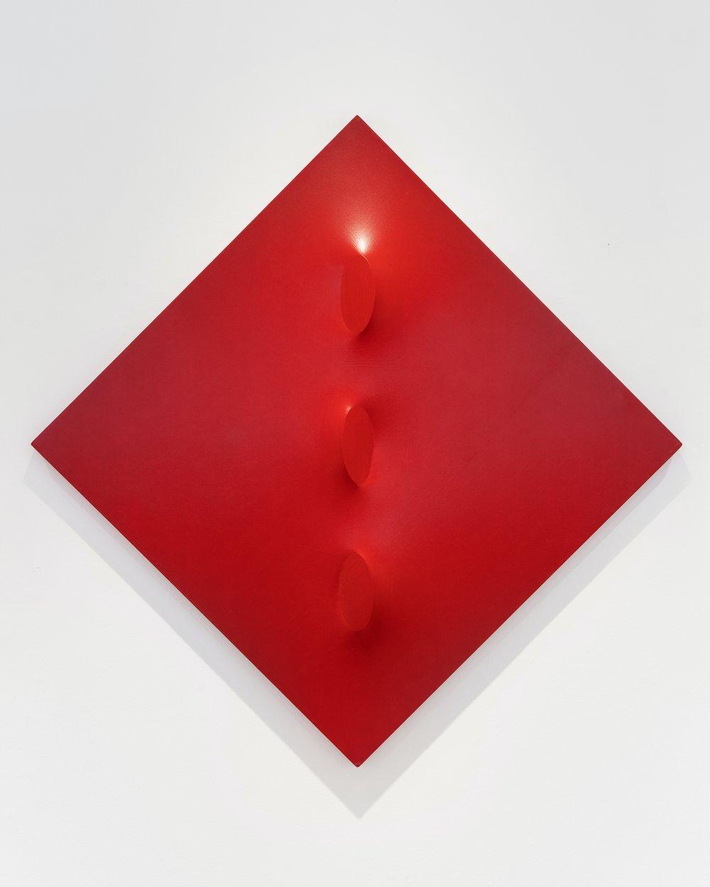 Tre ovali in rosso