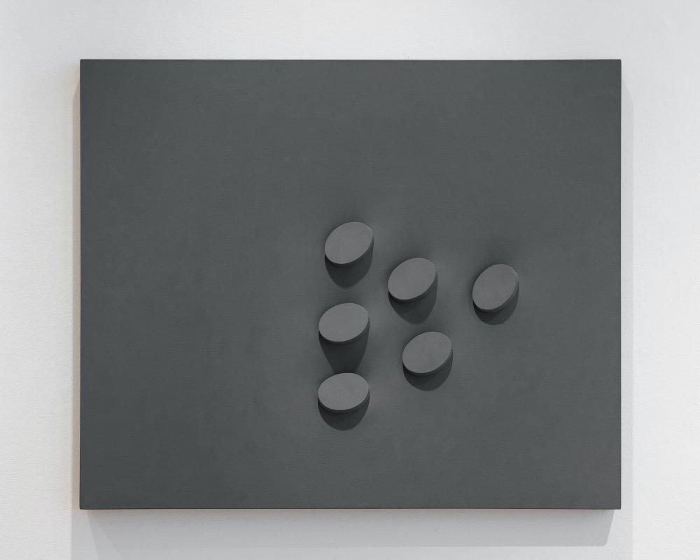 Sei ovali in grigio